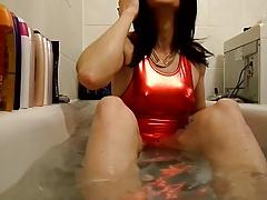Sandralein33 Smoking in bathtub