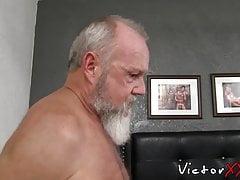 Old man with gray beard rimms and barebacks skinny amateur